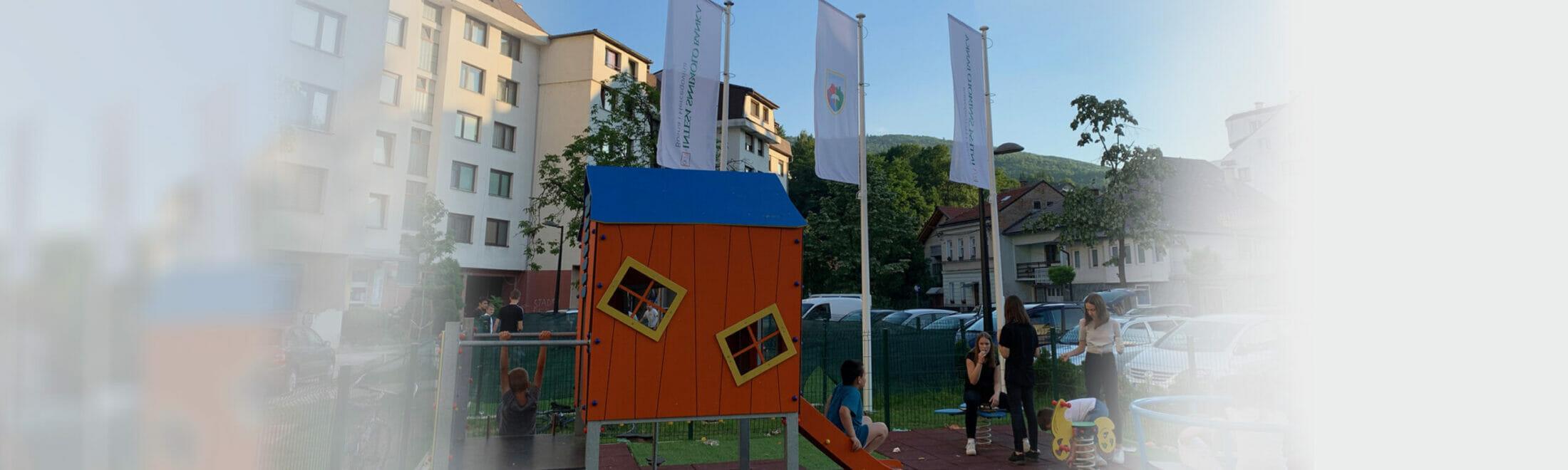 Uz podršku Intesa Sanpaolo Banke BiH opremljeno dječije igralište u Travniku